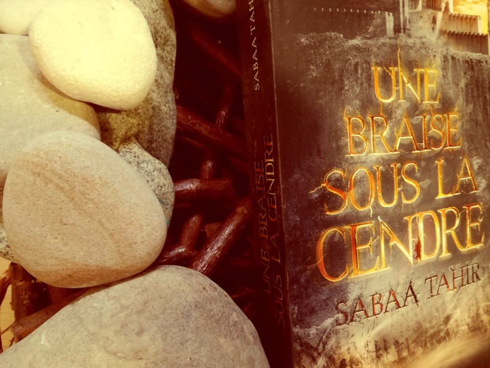 UNE BRAISE SOUS LA CENDRE, Sabaa Tahir, éditions PKJ