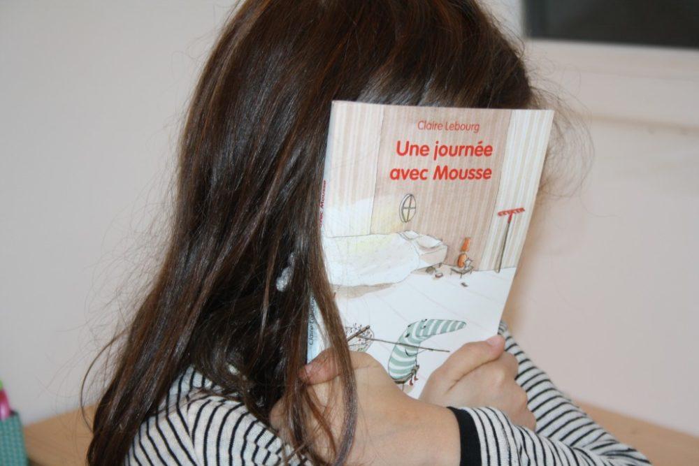 UNE JOURNÉE AVEC MOUSSE, Claire Lebourg, éditions École des Loisirs