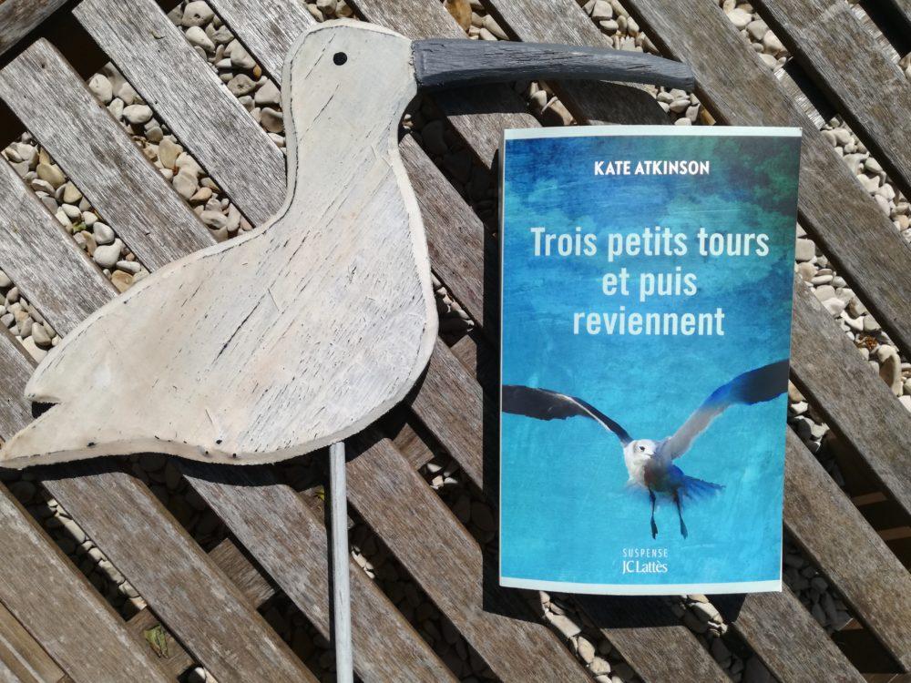 TROIS PETITS TOURS ET PUIS REVIENNENT de Kate Atkinson, éditions JC Lattès